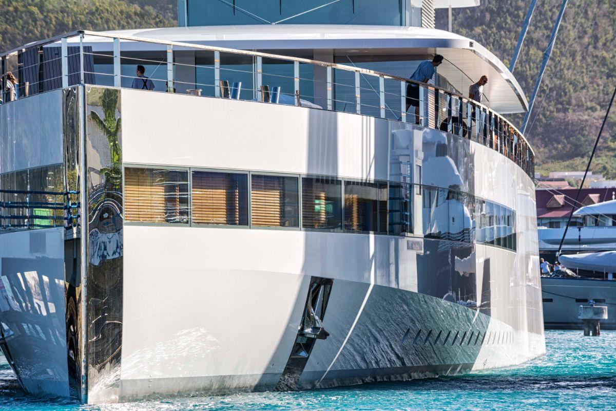 10-Superyacht Arrival in St. Maarten Marina