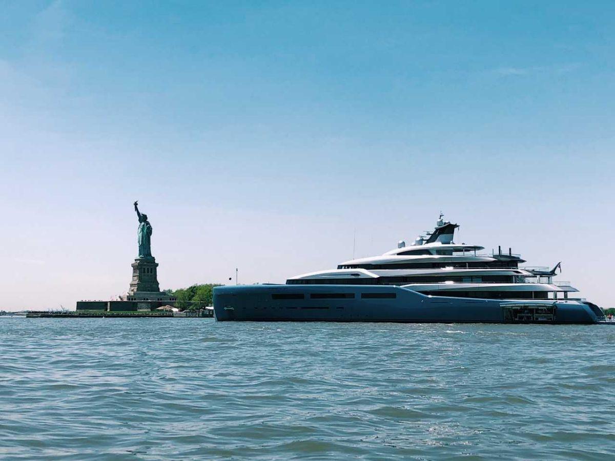2018-08- North Cove Marina at Brookfield Place - Manhattan New York City Marina - Megayachts and Statue of Liberty - 78.3KB