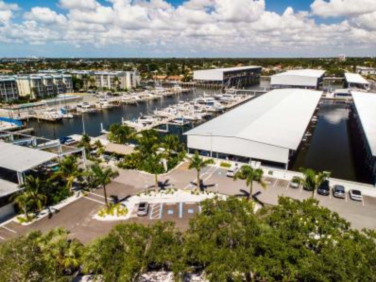 2018-10--Maximo-Marina---St-Petersburg-Tampa-Florida-Marina----Aerial-with-Bar--1.82MB