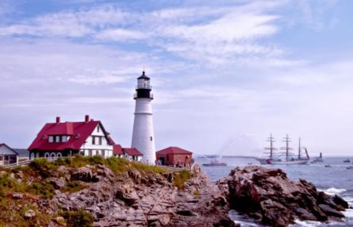 Fore-Points-Marina-The-Eagle-and-the-Lighthouse