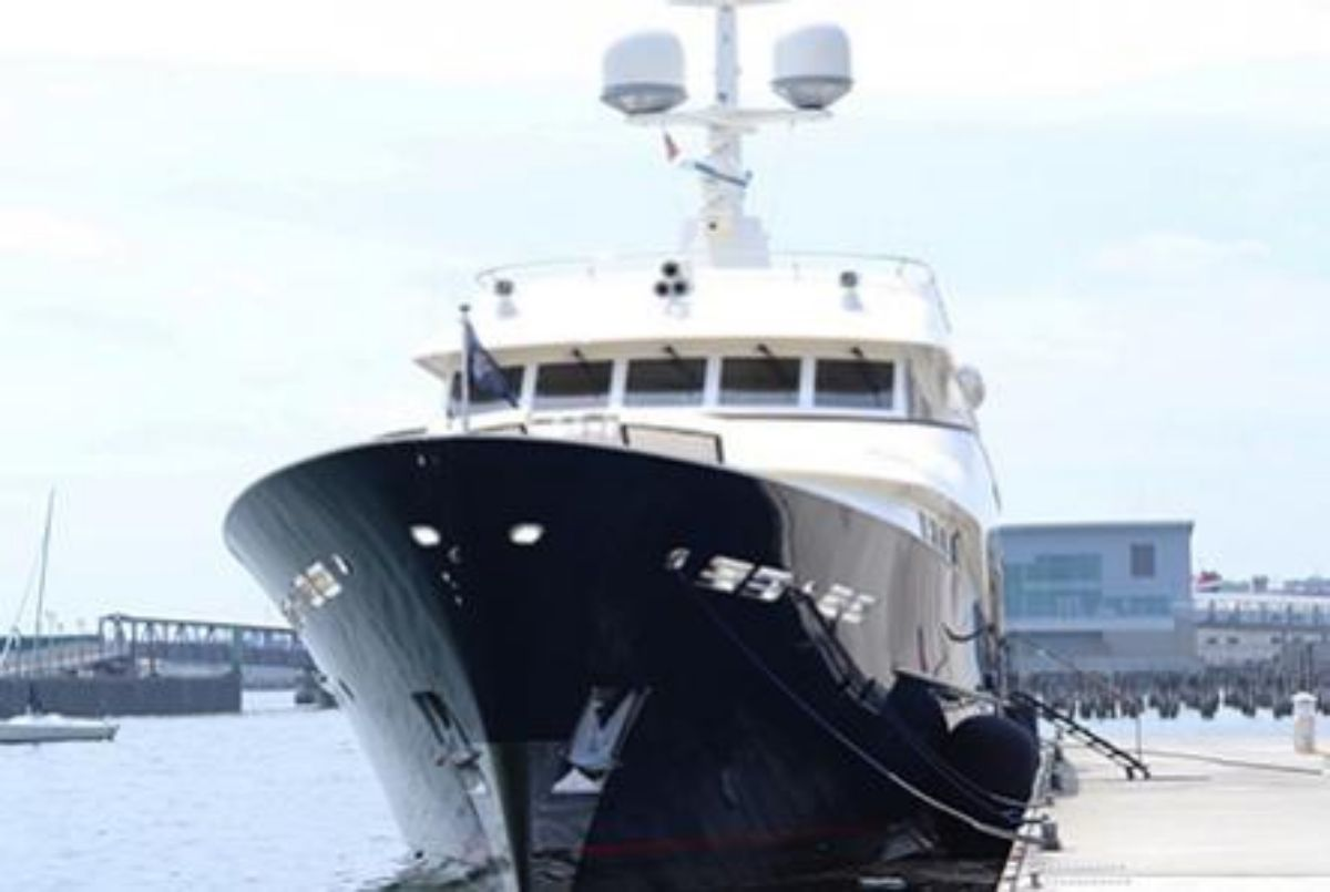 Fore Points Megayacht Gallery