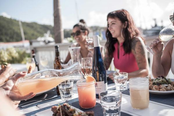 Navy-Beach-St.-Thomas-Dining-with-Friends