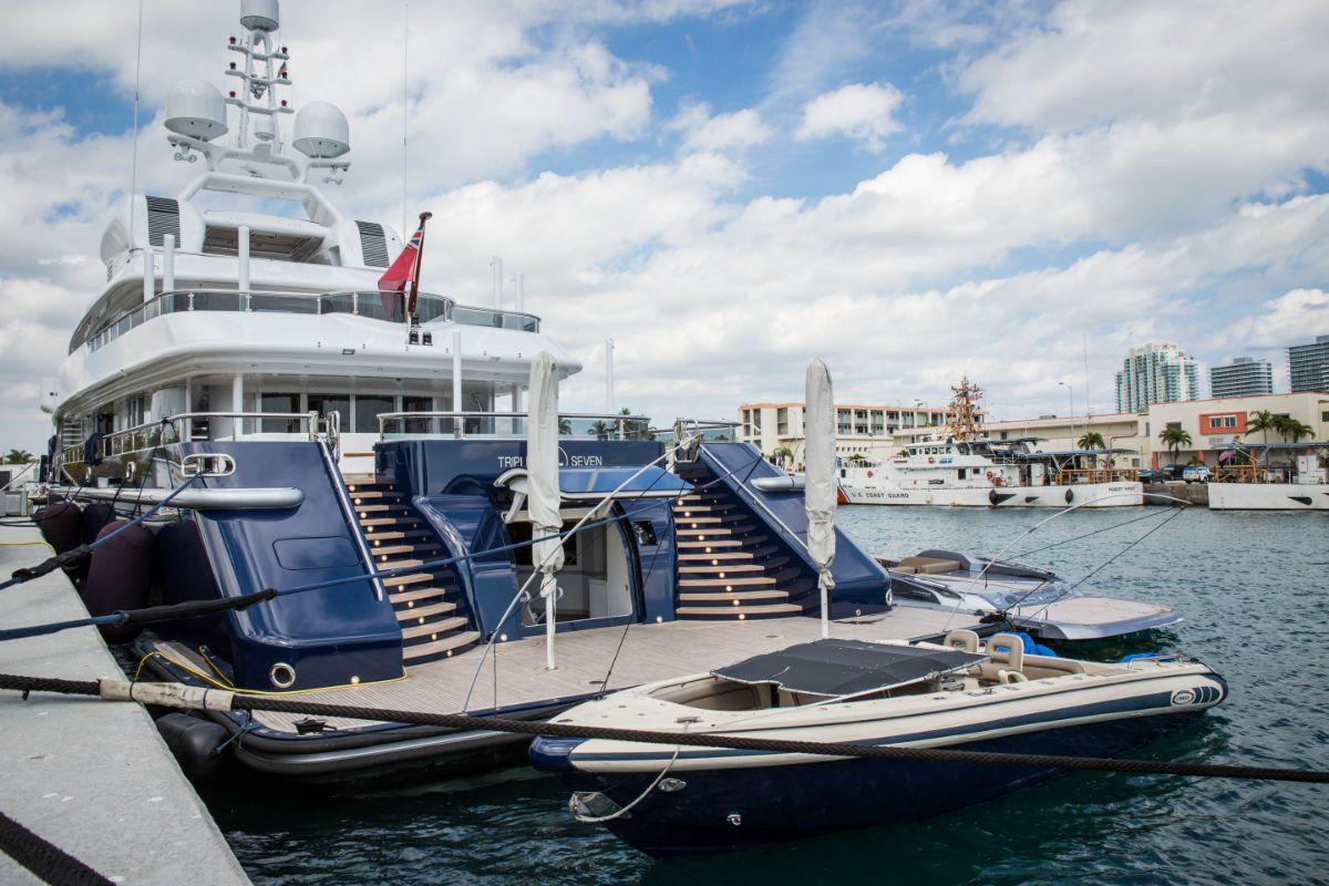 One Island Park - Miami Beach Marina - Megayacht at Dock