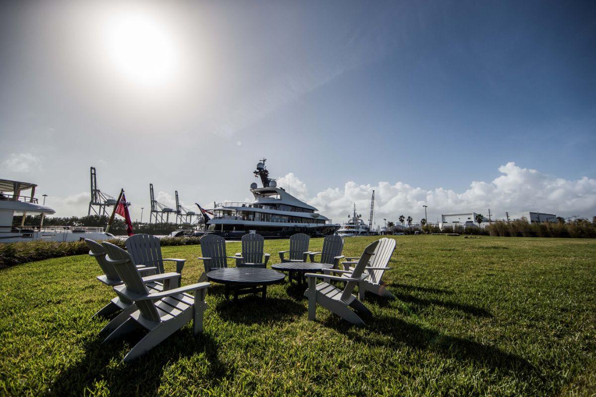 One Island Park - Miami Beach Marina - Outside Seating