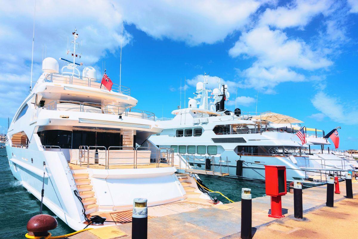 Porto Cervo Marina - Sardinia Italy Mediterranean Marina - Megayacht Sterns -1.59MB